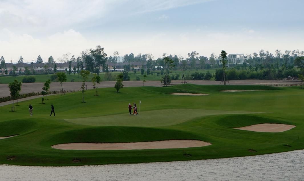 ロイヤルバンパイン ゴルフクラブ