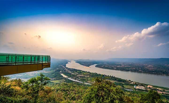 ラオス国土の絶景スカイウォーク