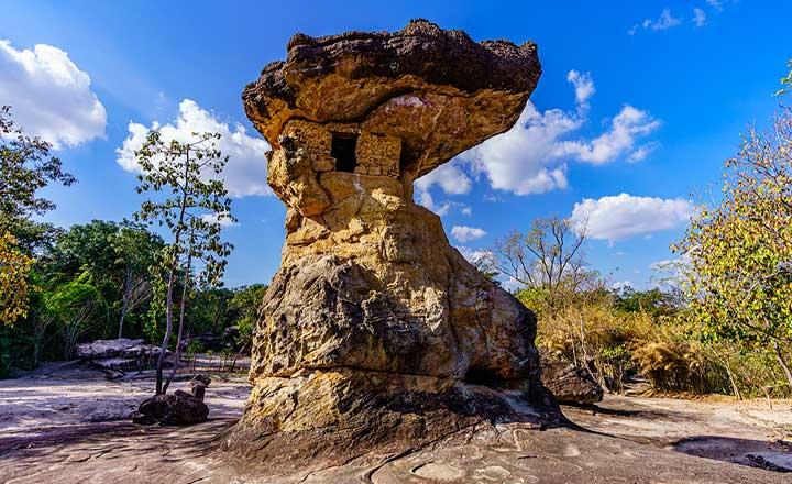 キノコ奇岩 (プープラバート歴史公園)