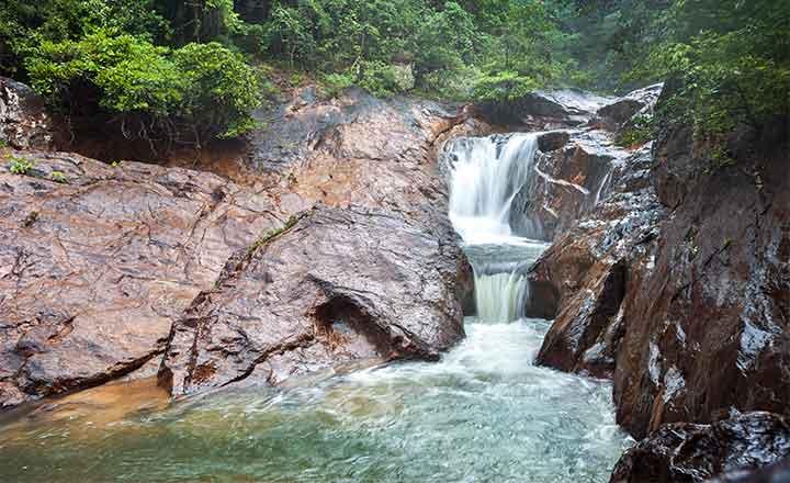マヨムの滝 (チャーン島)