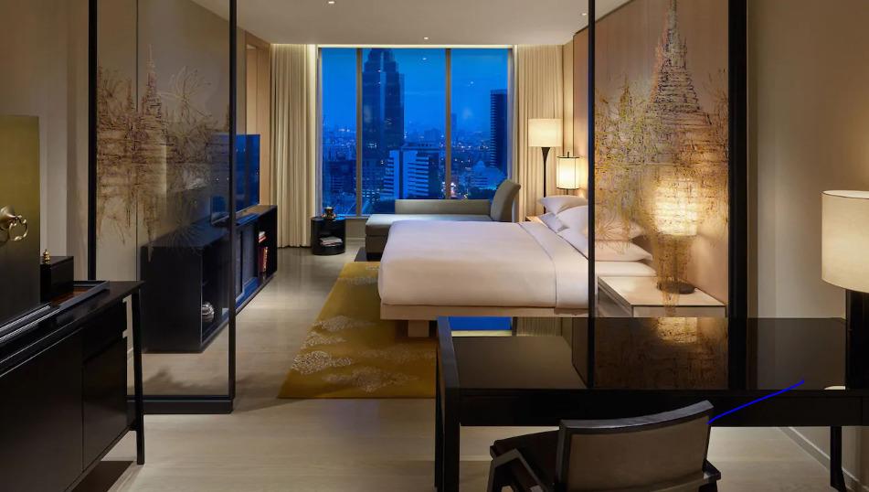 "<a href=""/hotel/park-hyatt-bangkok/"" target=""_blank"">パークハイアット</a>"