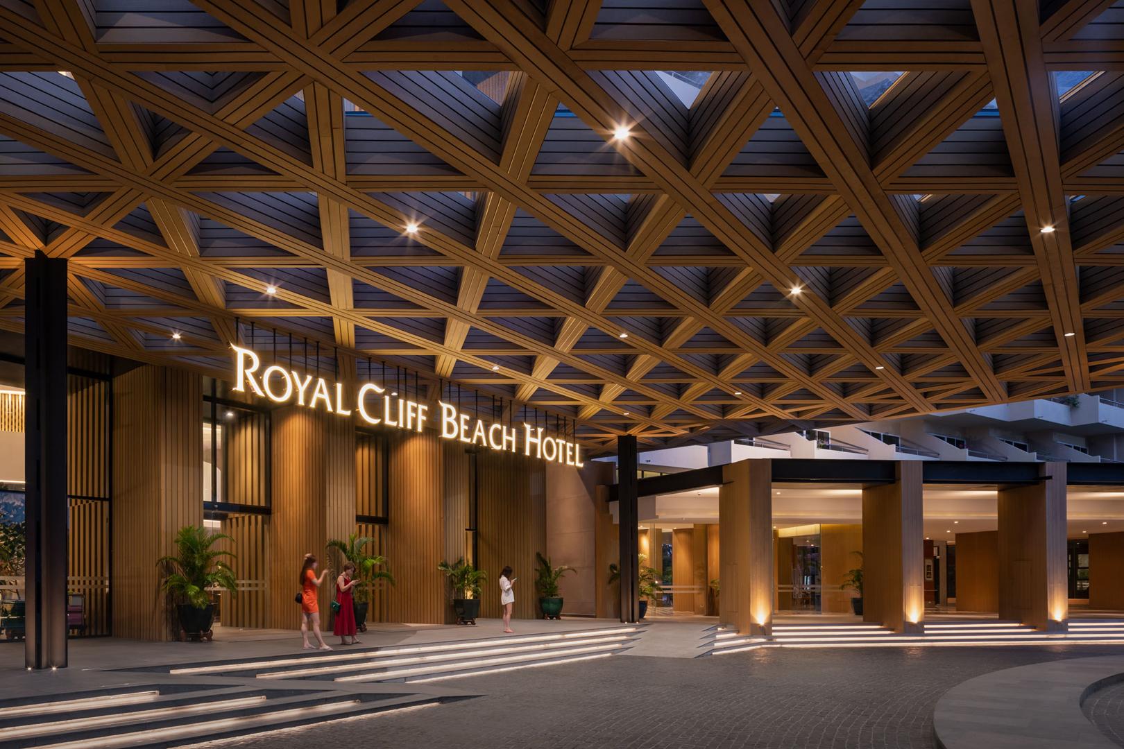 """<a href=""""/hotel/royal-cliff-beach-hotel/"""" target=""""_blank"""">ロイヤルクリフビーチ<br>ホテル</a>"""